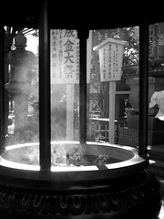 Ueno_Incense burning