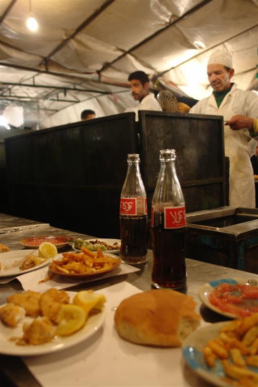 Otro genial puesto de comida con pescado y mariscos, todo se puede encontrar en ésta plaza Jamaa el-Fna, el corazón de Marrakech - 3257857992 d4d8d0b6c3 o - Jamaa el-Fna, el corazón de Marrakech
