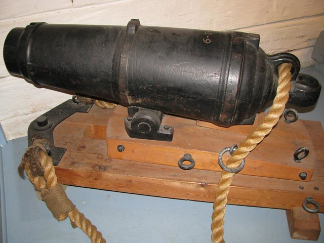 Fort York 61 - Blockhouse No. 2 - British - Iron 12 Pounder Carronade (reproduction) - 1779