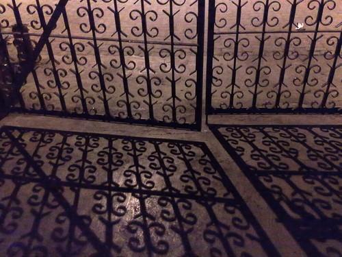 Cancello in ferro semi aperto