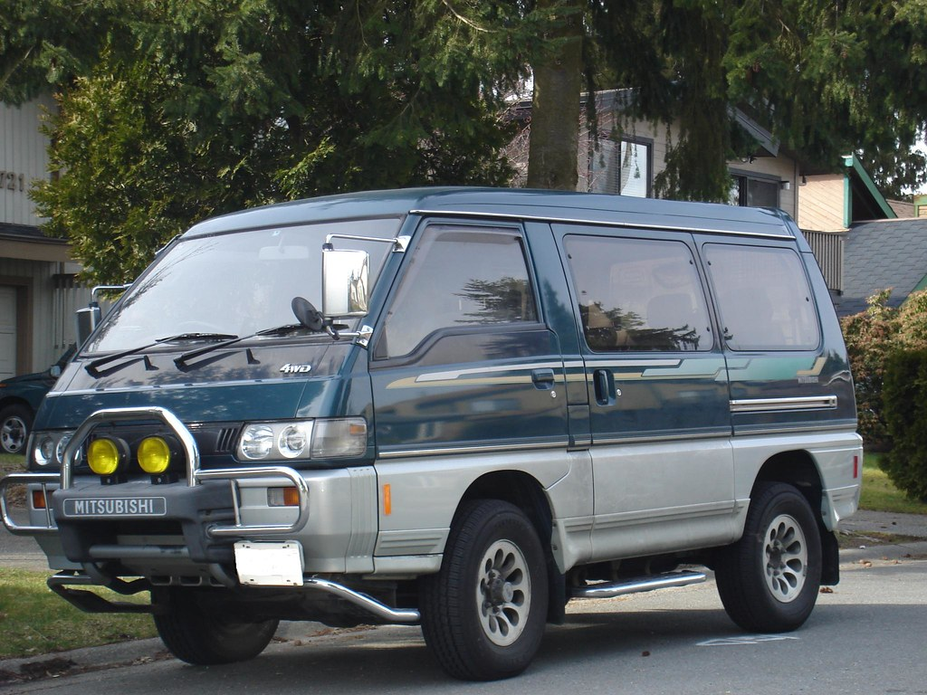 Mitsubishi 4X4 Van http://www.flickriver.com/photos/unclegal/3373786129/