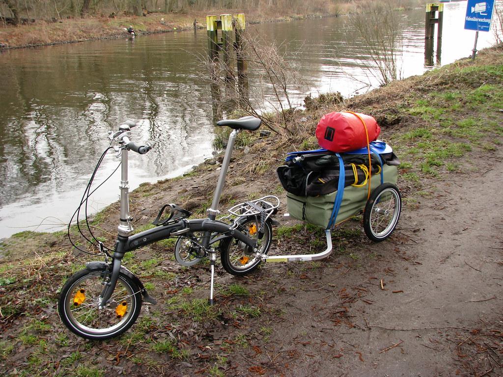 Faltrad  mit Anhanger und Faltboot