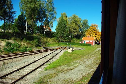 railroad sky house tree grass museum train pentax sweden värmland svanskog k200d negeasca jååj