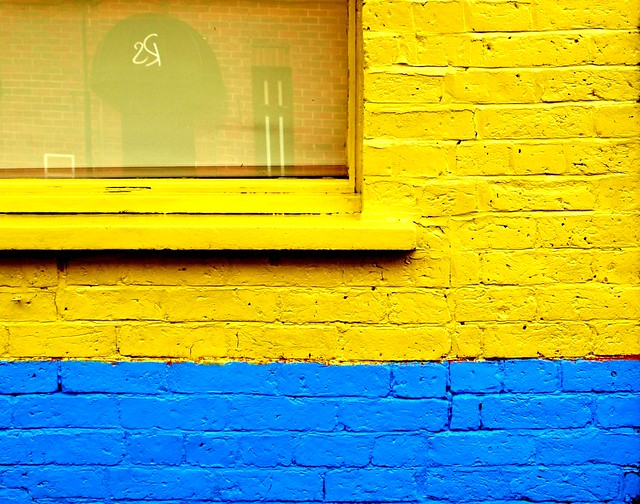 blue and yellow walls - photo #2