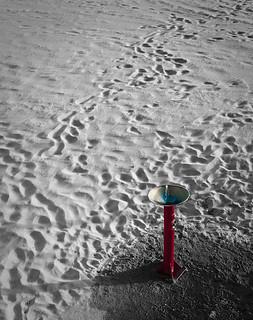 Obrázek Playa de la Victoria u Cádiz. beach water fountain spain sand agua fuente playa arena cádiz selectivedesaturation d90 desaturado playadelavictoria selectivo tamron28200 nikond90