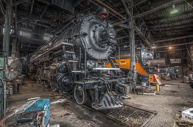 SPS700, SP4449, OR&N197 - in the roundhouse