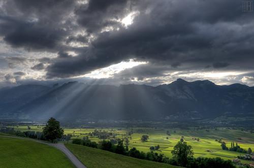 summer mountain geotagged liechtenstein rheintal darkclouds raysoflight rhinevalley sidelight hoherkasten schellenberg swissmountain bratanesque sunnyspots ruggellerriet geo:lat=4724900960 geo:lon=956957640