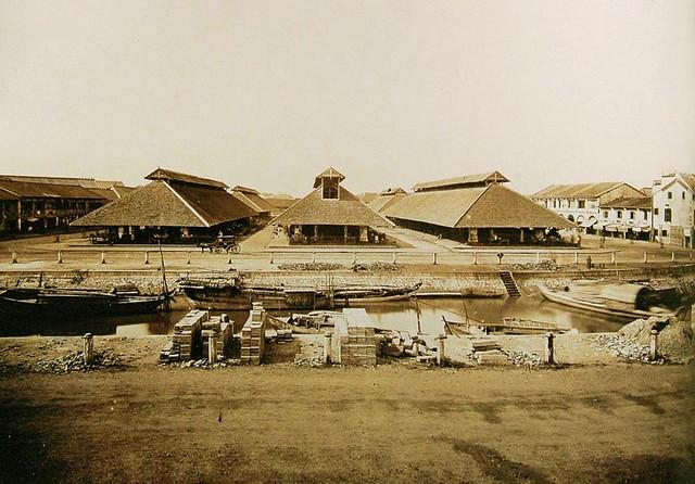Les Halles du marché Charner. Elles furent construites en 1860 et constituèrent le 1er marché de la ville, alimenté par le grand canal.