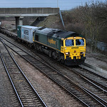 66505 takes a southbound intermodal service into the Didcot avoiding curve 12 March 2009