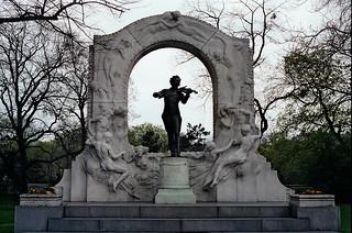 5*/15 - Johann Strauss Monument in stadt Park, Vienna 1987