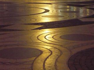 A budapesti Szent István Bazilika előtti tér díszburkolatának részlete esti fényben - Part of the ornamented stone plasterwork of the square in front of St. Stephen's Basilica in Budapest at night