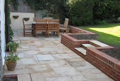Patio with retaining wall flickr photo sharing for Brick wall patio designs
