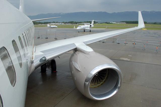 Private Boeing 737-700 BBJ N737L