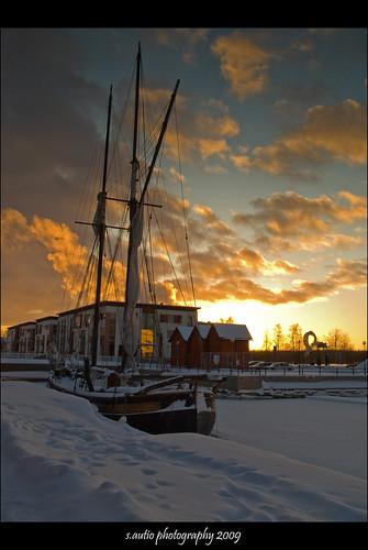 winter sunset snow cold ice finland geotagged boat frozen harbour olympus freeze oulu zuiko sailingboat e510 abigfave anawesomeshot yourbestshot theperfectphotographer artofimages geo:lat=65014404 geo:lon=25461373 sautio