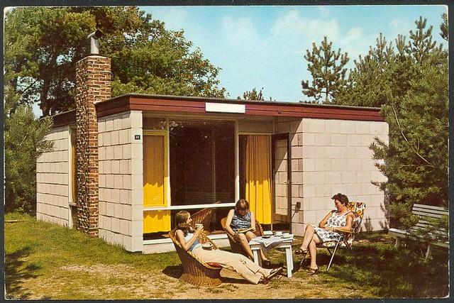 Boring postcards toen geluk nog heel gewoon was page 2 for Jaren 60 interieur