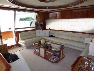 Ferretti 80 RPH. Master stateroom midships full beam with en-suite bathroom