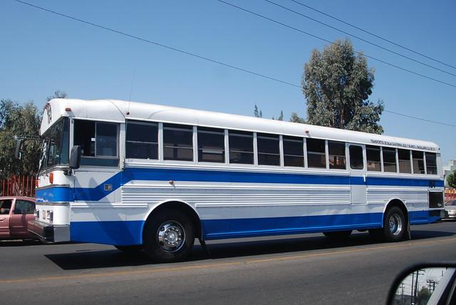 Tijuana camion azul y blanco cogiendo - 1 6