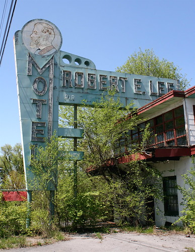 Heart Stopper! Robert E. Lee Motel, US 19. Copyright Liberty Images