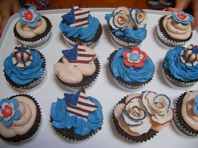 July 4th Cupcakes, Fujifilm FinePix F470