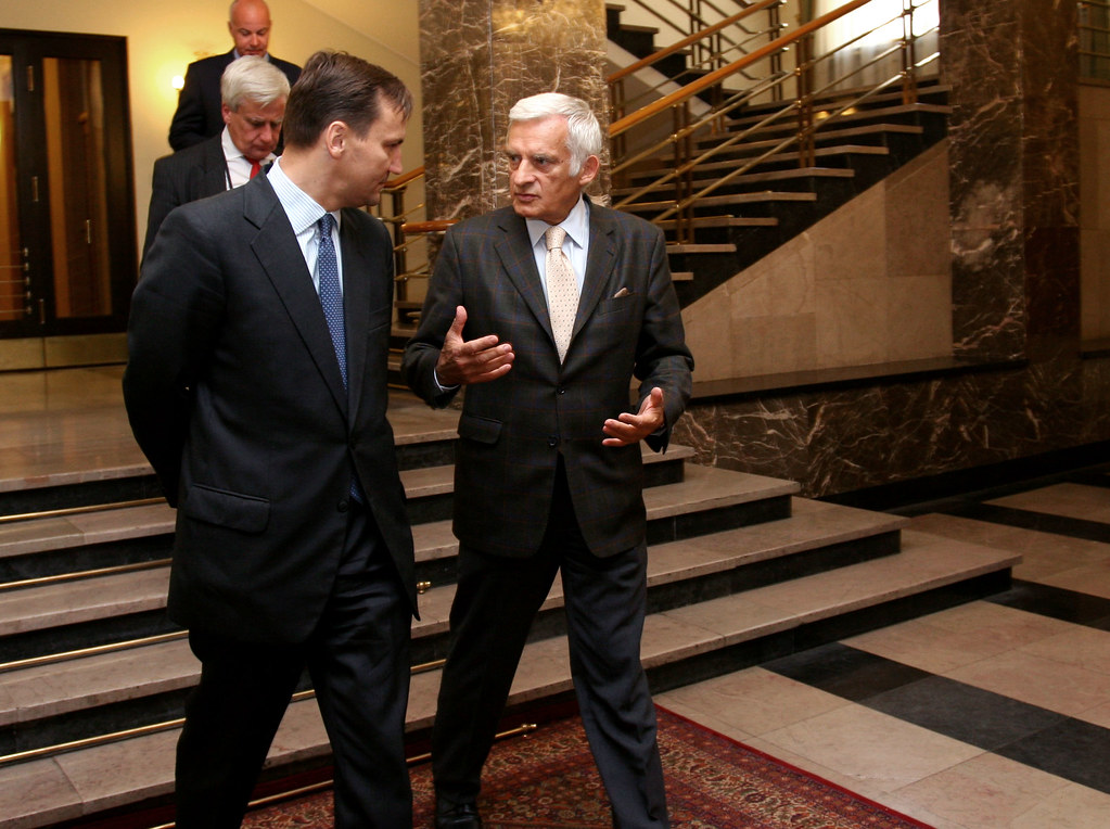 Minister Sikorski meets EP President Jerzy Buzek 03