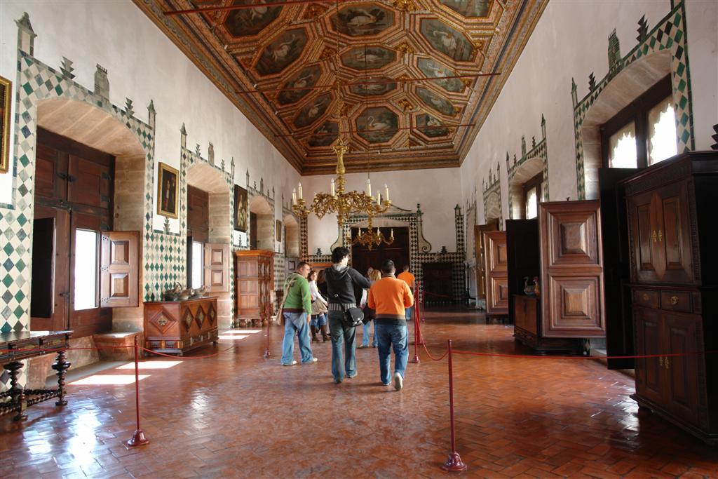 Una de las salas del interior del lujoso Palacio Nacional de Sintra