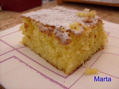 streuselkuchen(0.0), produce(0.0), fruit(0.0), torte(0.0), cake(1.0), baked goods(1.0), food(1.0), sponge cake(1.0), dish(1.0), streusel(1.0), dessert(1.0), cuisine(1.0),