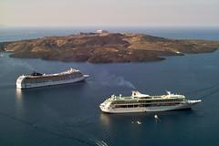 ships in Santorini