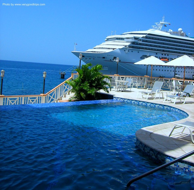 Cruise ship pool for River cruise ships with swimming pool