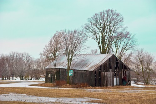 On Black: Old barn for sale - Vieille grange a vendre by