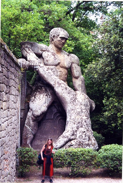 Julie and the Wrestling Giants, Bomarzo