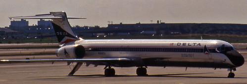 Delta MD-90 (N908DA)
