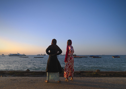 africa girls sunset sea mer tanzania boats zanzibar stonetown 354 swahili afrique eastafrica tansania tanzanya tanzanie lafforgue tansaania tanzanija танзания タンザニア تنزانيا 탄자니아 τανζανία 坦桑尼亞 tanzānija танзанија tanzāniyā tanżanja