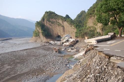 莫拉克颱風在六龜的災情。彭瑞祥攝。