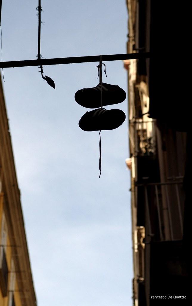 shoefiti @ spaccanapoli | Nikon D90, Sigma 24 70. Napoli 201