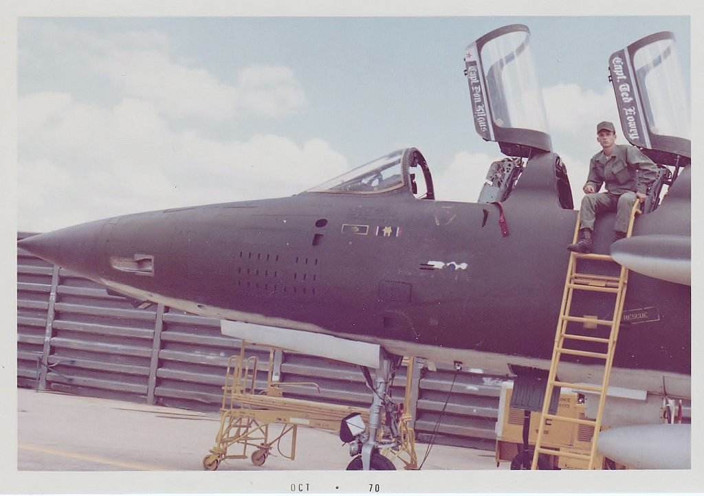 Fluidr / F-105 Fighter...