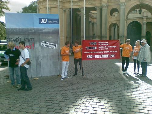 Mauerbauaktion der JU Mecklenburg-Vorpommern in Schwerin