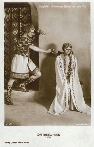 Die Nibelungen I: Siegfried überreicht Kriemhild den Reif