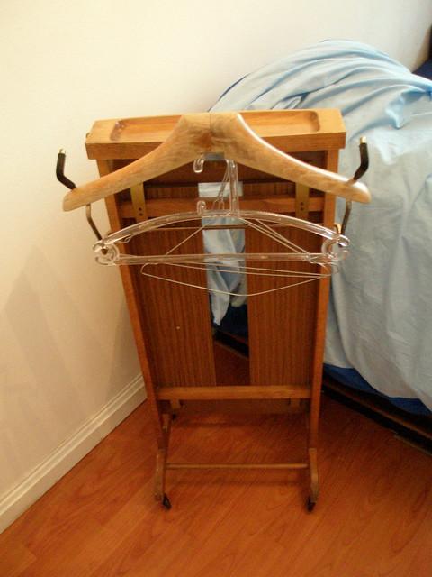 silent butler in german stummer diener by maha online flickr photo sharing. Black Bedroom Furniture Sets. Home Design Ideas