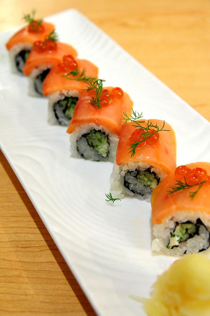 Rainbow Row Sushi 紅彩壽司-奶油起司鮭魚親子卷 NT$220