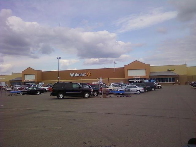 Wal-Mart - Albert Lea, Minnesota - Store Front
