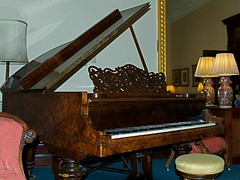 computer component(0.0), string instrument(0.0), electronic device(0.0), harpsichord(0.0), string instrument(0.0), piano(1.0), keyboard(1.0), fortepiano(1.0), spinet(1.0), player piano(1.0),