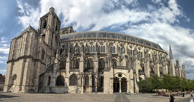 Bourges 01-08-09-9265 pano