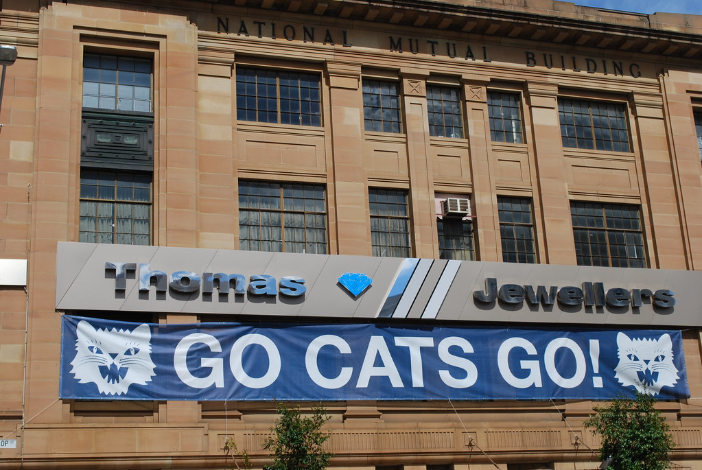 Thomas Jewellers Cats Sign