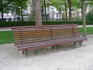 Bench in Brussels per Kristina D.C. Hoeppner a Fickr