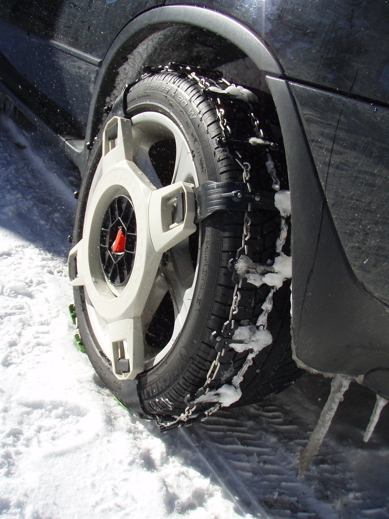 spikes spider snow chains on 20 tires. Black Bedroom Furniture Sets. Home Design Ideas
