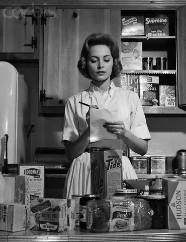 42 20036790 1960 1960s woman housewife in kitchen for Classic 50s housewife