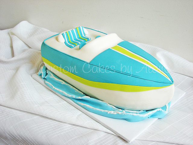 Speed Boat Cake http://www.flickr.com/photos/alana_hodgson/3959575446/