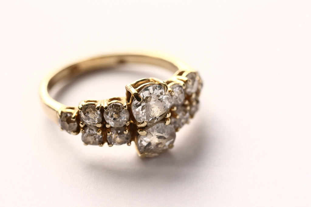 Diamond ring colour