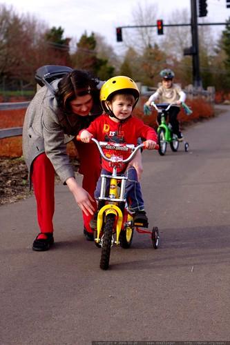 rachel, sequoia and nick riding bikes    MG 9821