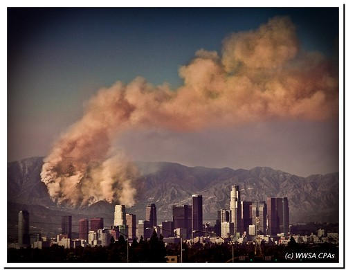 downtown fromadistance losangles upinsmoke losangelesfire californiafires mywifeprefersthesecondone letshopeitgetscooler dontsnapanddrive